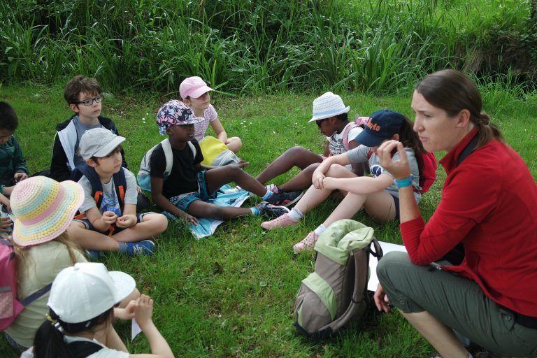Avec une guide nature - Classe découverte Nature