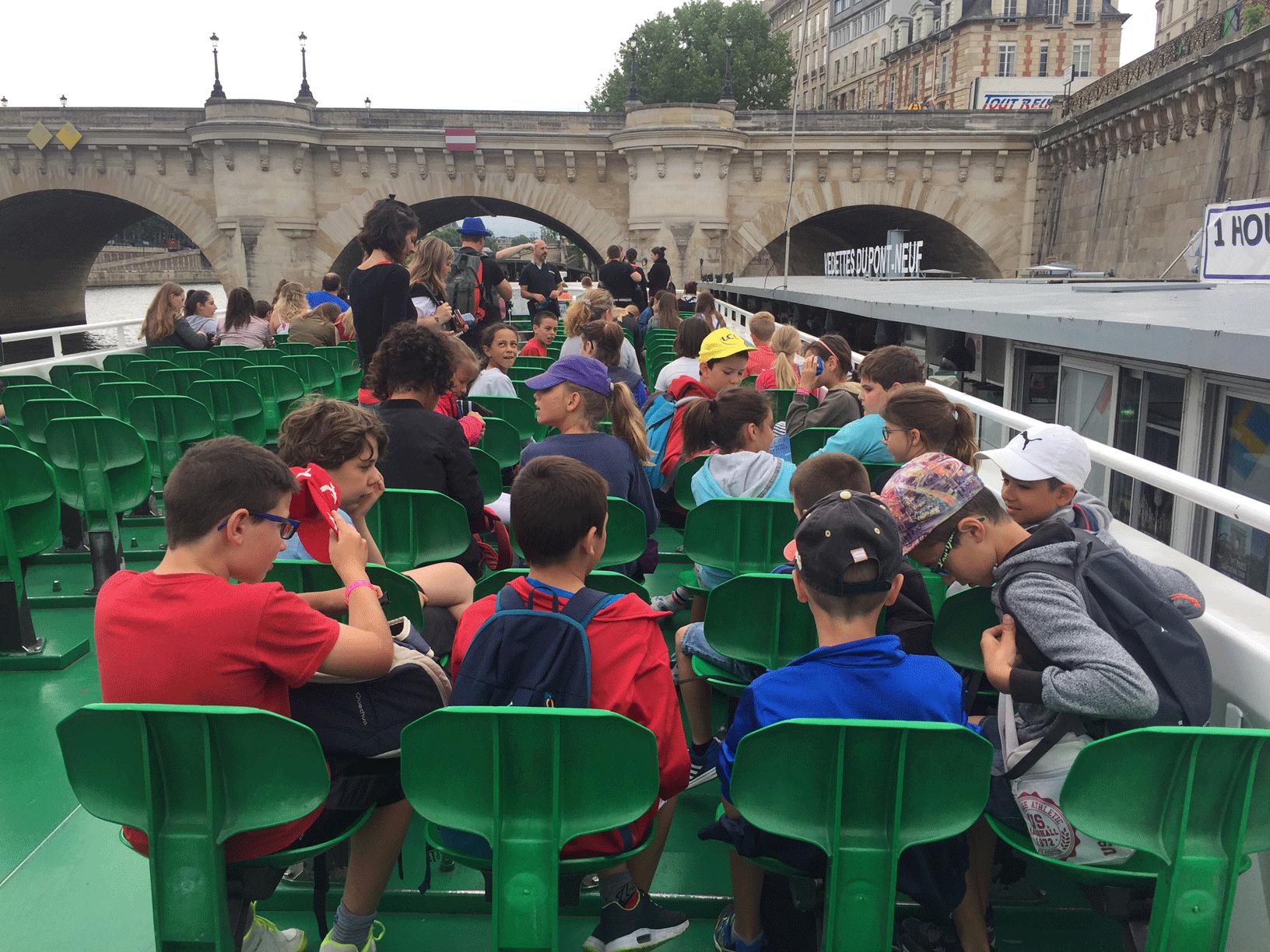 Dans le bateau mouches - Classe découverte Paris