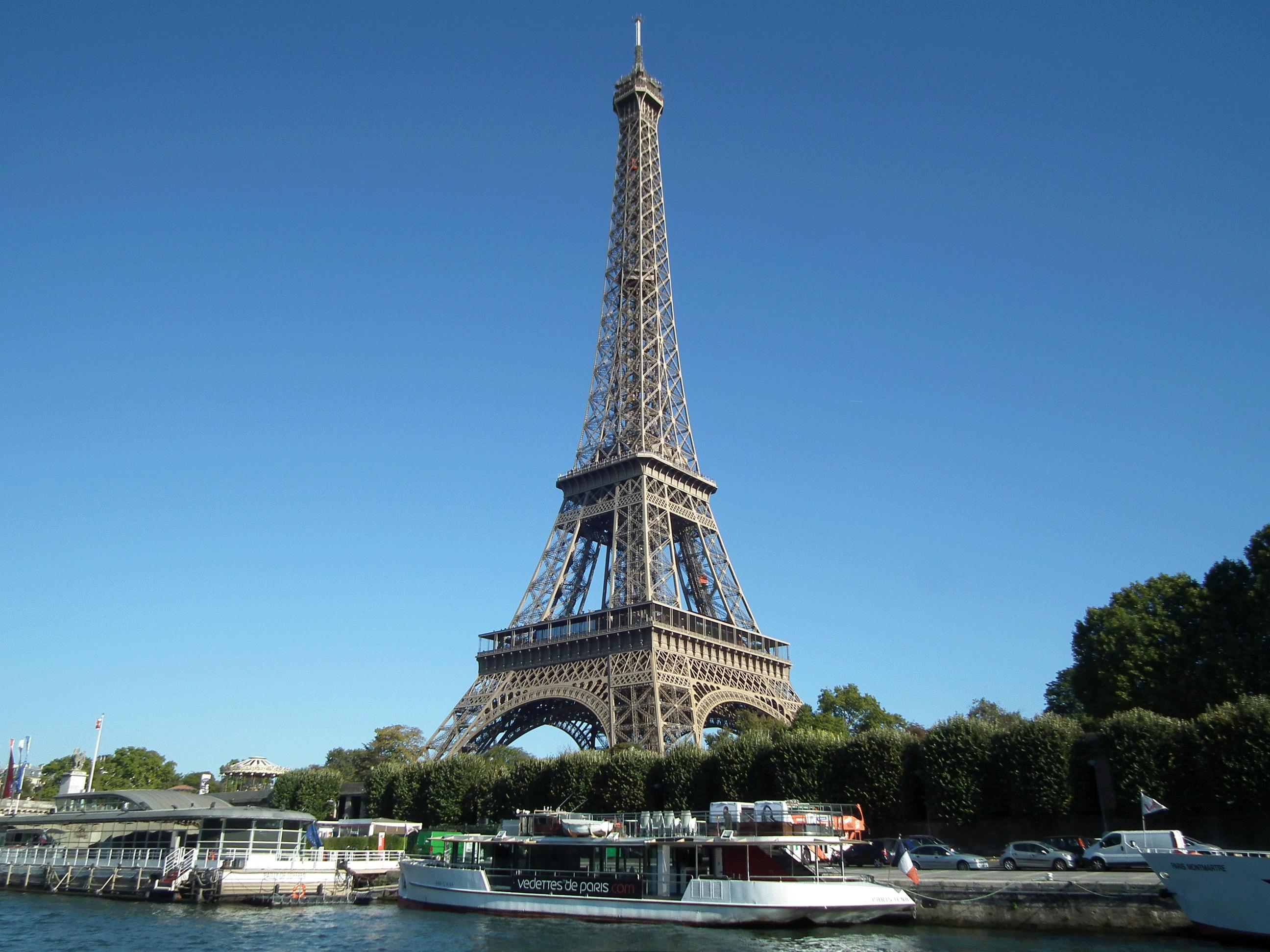 Tour Eiffel depuis le bateau mouche - Classe découverte de Paris