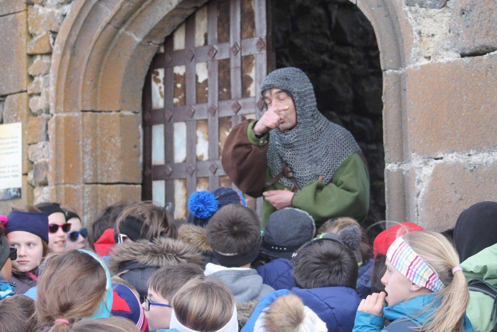 Accueil au Chateau de Murol - Classe découverte Volcans